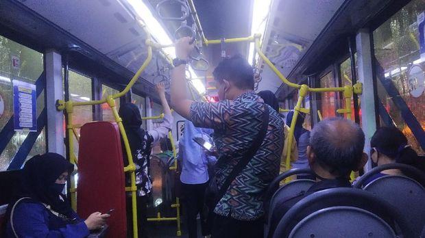 Kondisi di Dalam Bus TransJakarta