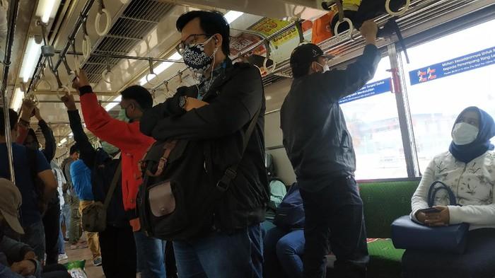 Masker scuba tidak diperbolehkan lagi digunakan di KRL.