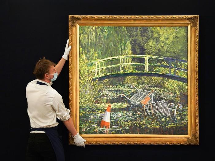 Lukisan Banksy  Show Me the Monet Dilelang Rp 88,2 miliar