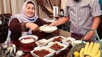 Romantisnya Momen Makan Menag Fachrul Razi dan Istri