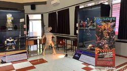 Koleksi Aksara hingga Action Figure Tersaji di Museum Satu Ruang Surabaya