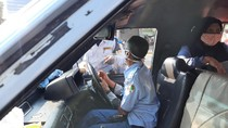 Petugas Gabungan Operasi Yustisi di Tanah Abang, Sasarannya Angkutan Umum
