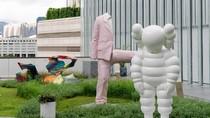KAWS Luncurkan Patung Raksasa di Hong Kong saat Pandemi