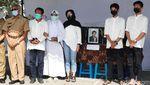 Isak Tangis Iringi Pemakaman Korban Mutilasi di Kalibata City
