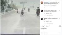 Viral Pemotor Jatuh Saat Lewat Jalan Bergelombang, Ini Sebabnya