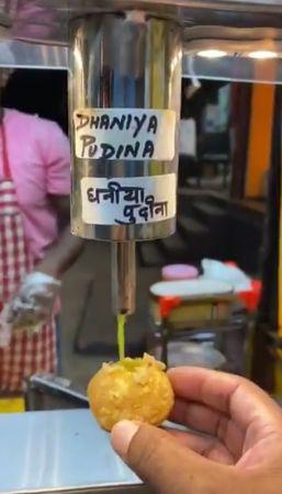 Penjual Makanan Kreatif Bikin Tempat Saus Unik