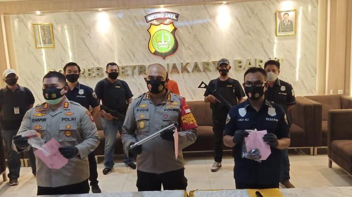 Perkelahian Antara Geng Copet di Tamansari Jakarta Barat