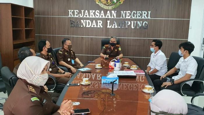 Polresta Bandar Lampung melakukan pelimpahan berkas tahap satu kasus penikaman Syekh Ali Jaber ke Kejari Bandar Lampung (dok. Polda Lampung)