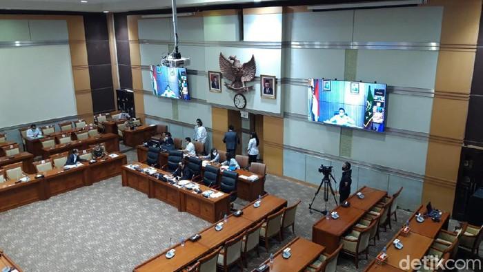 Rapat kerja bersama Komisi III DPR RI secara virtual di Gedung MPR/DPR RI.