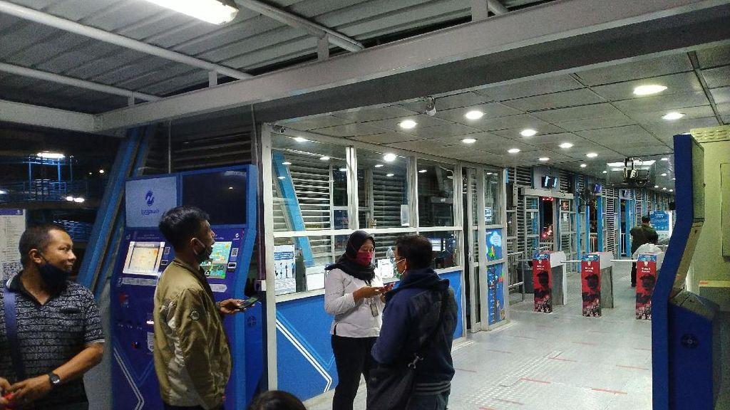 Warga Kecewa Jam Operasional TransJakarta Dibatasi: Tak Ada Sosialisasi