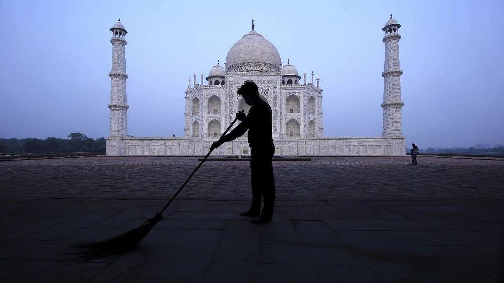TaJ Mahal Buka di Tengah Lonjakan Kasus Corona di India