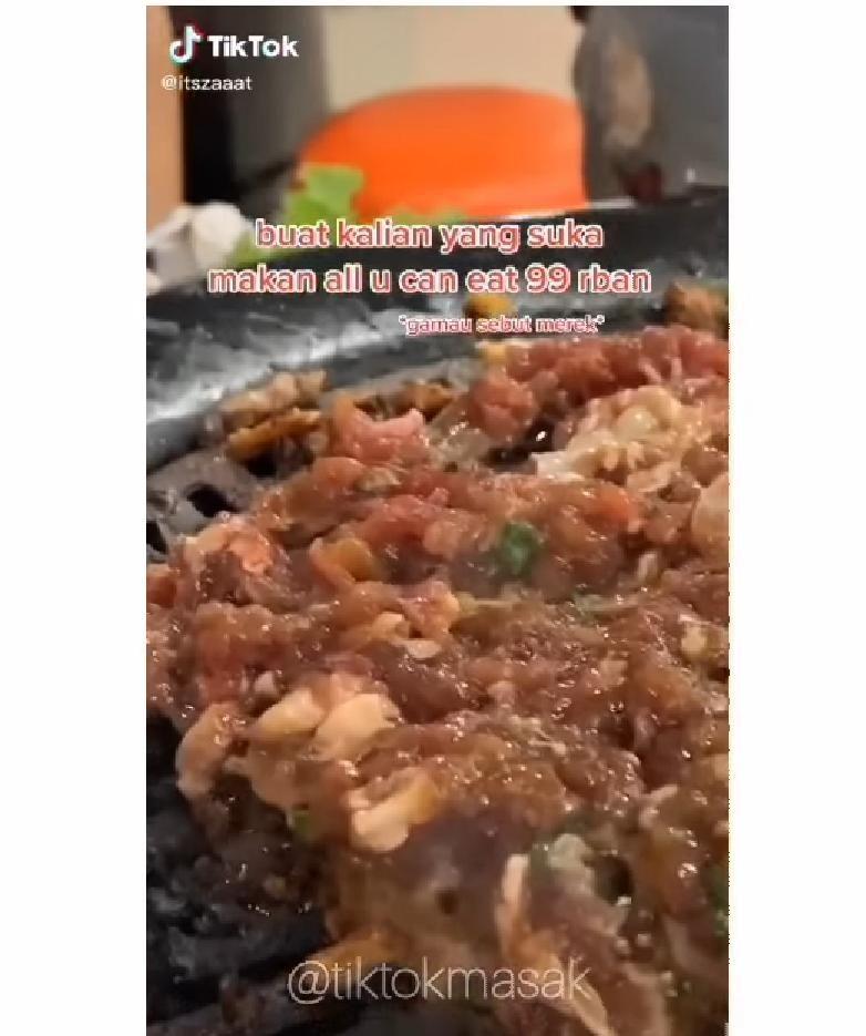 Temukan Kecoa Saat Makan di Resto AYCE