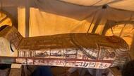Arkeolog Mesir Temukan 27 Peti Mati Tersembunyi di Piramida Saqarra