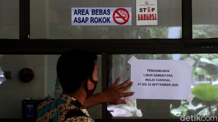 Kantor Dinas Pariwisata Solo ditutup sementara. Penutupan itu dilakukan usai ada salah satu petugas yang dinyatakan positif COVID-19.
