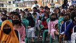 Aksi Jenaka Para Badut Hibur Anak-anak Korban Kebakaran