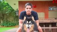 Al Ghazali Foto dengan Anjing, Netizen Terbelah