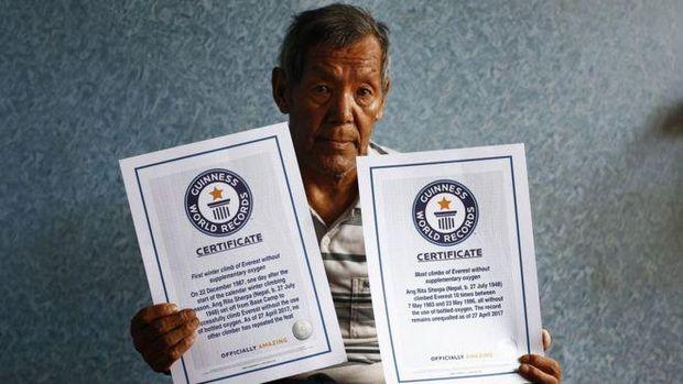 Pendaki legendaris Everest, Ang Rita Sherpa meninggal dunia pada usia 72 tahun. Pria yang dijuluki macan tutul salju (Snow Leopard) itu terkenal karena sanggup mendaki Gunung Everest 10 kali tanpa bantuan oksigen