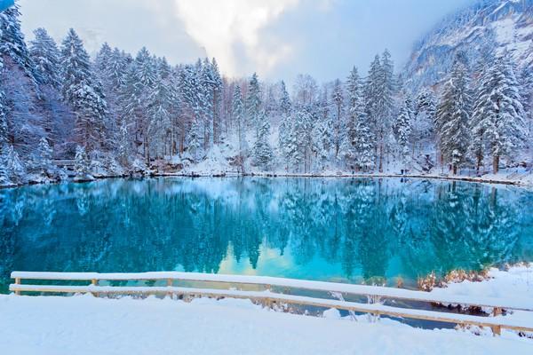 Tiap musim pemandangan danau akan berubah dan sangat indah.
