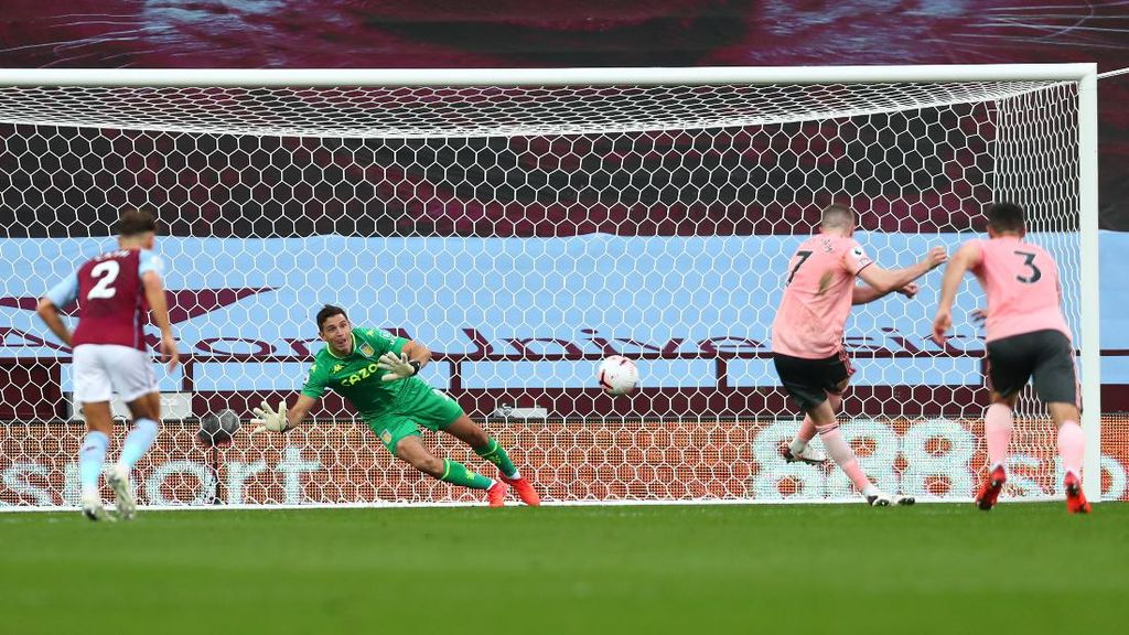 Emiliano Martinez Tepis Penalti, Arsenal Pamer Kiper Baru