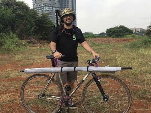 Fotografer Panji Indra Jepret Pesepeda Lewat The Cyclist's Potrait