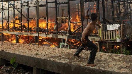 Penampakan Si Jago Merah Lalap Permukiman di Palembang