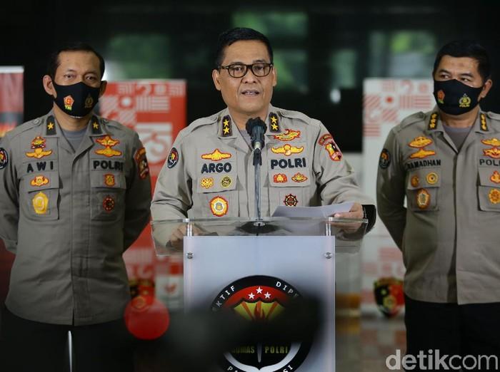 Kapolri Jenderal Idham Azis menerbitkan maklumat Kapolri tentang kepatuhan protokol kesehatan dalam tahapan pemilihan 2020.