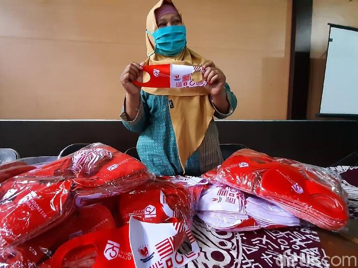 Masker scuba yang dibagikan kepada warga di Desa Pageraji, Banyumas, Selasa (22/9/2020.