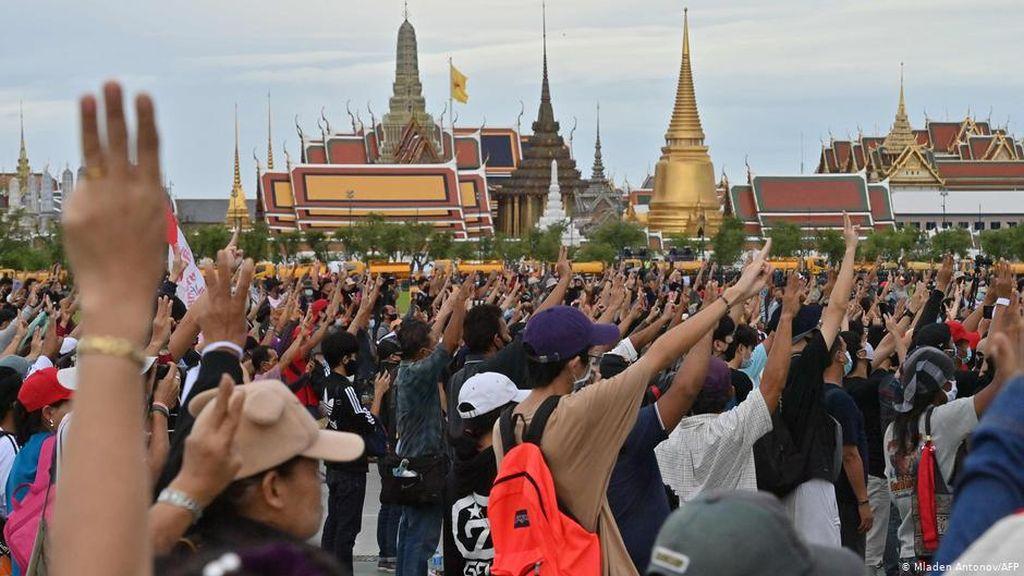 Negeri Gajah Putih Diguncang Tuntutan Reformasi Monarki