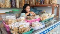 Ini Oca Mantan SPG yang Jualan Jajanan di Pasar Rakyat Kudus