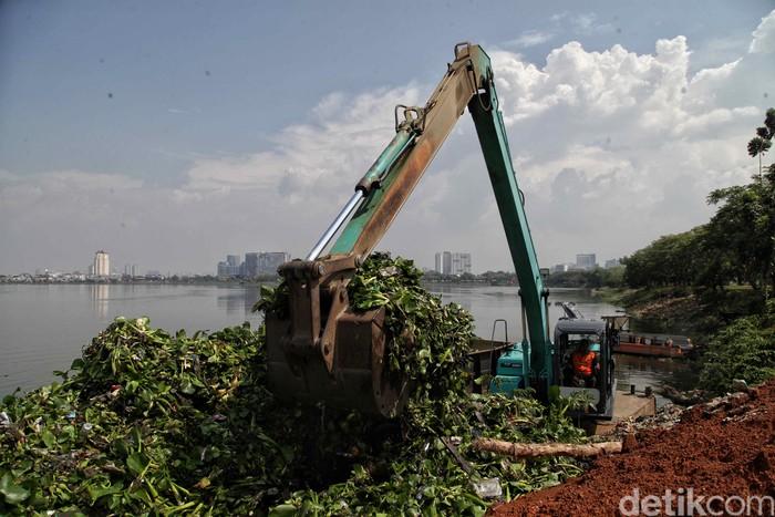 Waduk Pluit menjadi satu dari 75 waduk yang akan dikeruk dan dibersihkan oleh Dinas Sumber Daya Air (SDA) DKI Jakarta untuk antisipasi banjir di Jakarta.