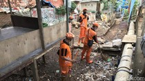 Antisipasi Banjir, Sudin SDA Jaktim Sedot Saluran Air di Kampung Pulo