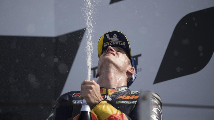 MISANO ADRIATICO, ITALY - SEPTEMBER 20: Pol Espargaro of Spain and Red Bull KTM Factory Racing celebrates the third place with champagne on the podium at the end of the MotoGP race during the MotoGP Of San Marino - Race at Misano World Circuit on September 20, 2020 in Misano Adriatico, Italy. (Photo by Mirco Lazzari gp/Getty Images)
