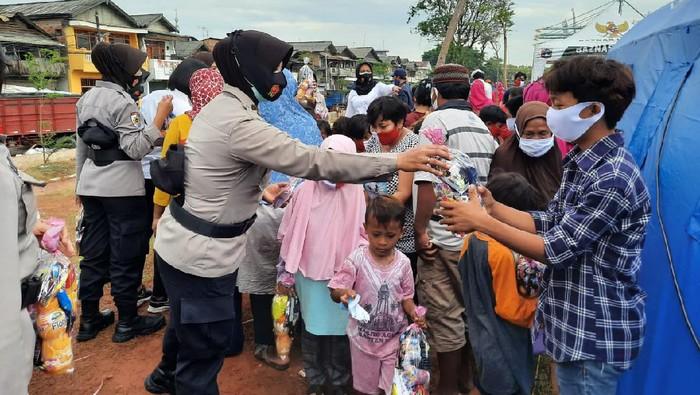 Polres Pelabuhan Tanjung Priok Beri Bantuan ke Korban Kebakaran di Jakarta Utara