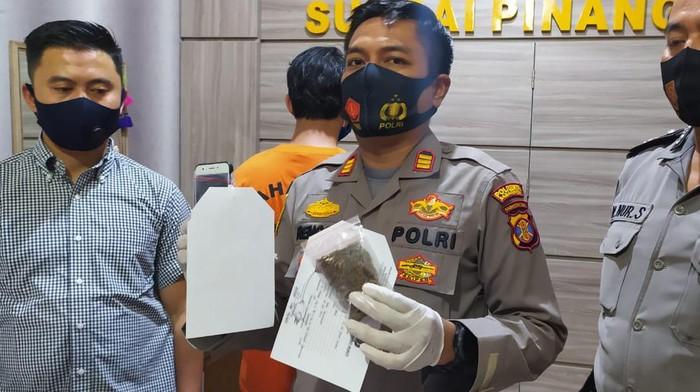 Polsek Sungai Pinang tangkap pengedar ganja di kalangan pelajar dan mahasiswa di Samarinda, Kaltim