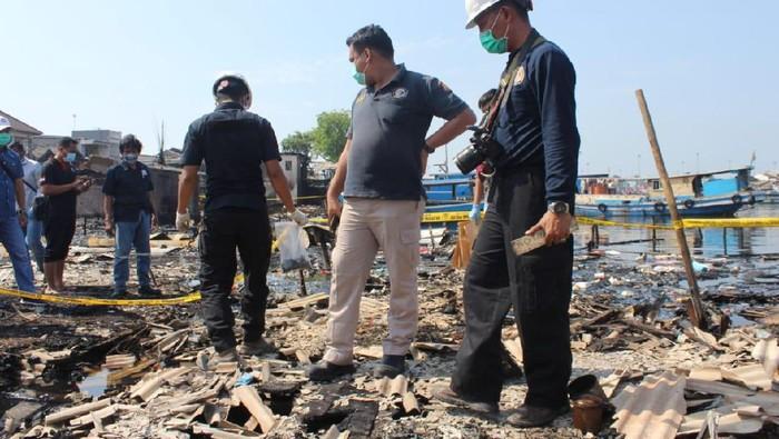 Puslabfor Mabes Polri Lakukan Olah TKP di Lokasi Kebakaran Kali Baru Jakarta Utara