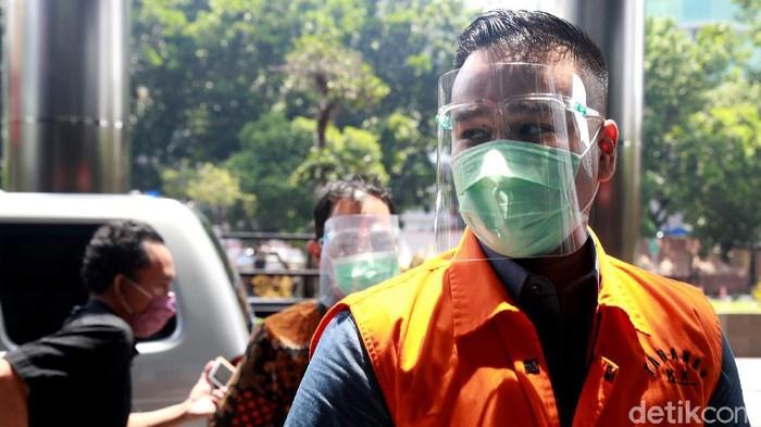 Menantu eks Sekretaris MA Rezky Herbiyono diperiksa KPK, Jakarta, Selasa (22/9/2020).