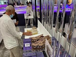 Sneakers Eceng Gondok Asal Indonesia Curi Atensi di Pameran Milan