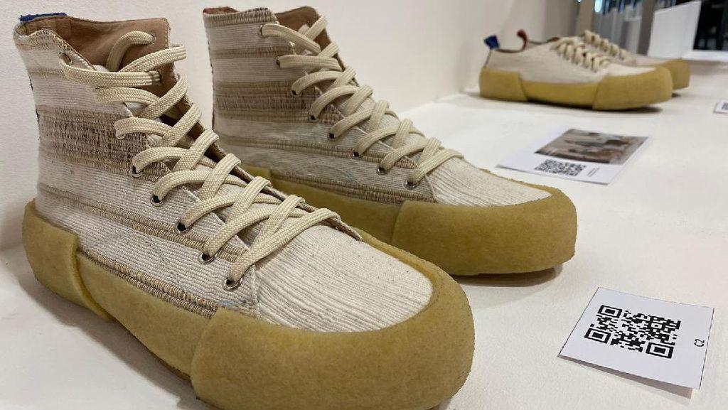 Foto: Sneakers Eceng Gondok Pekalongan, Mendunia Sampai ke Italia dan Swiss