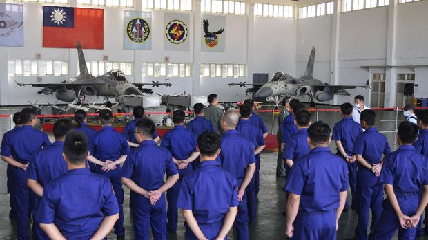 Taiwanese airmen gather during a visit by Taiwan President Tsai Ing-wen to the Penghu Magong military air base in outlying Penghu Island, Taiwan Tuesday, Sept. 22, 2020. Tsai visited the military base on one of Taiwan's outlying islands Tuesday in a display of resolve following a recent show of force by rival China.  (AP Photo/Wu Huizhong)
