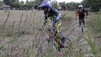 Berlatih sepeda BMX Cross ini jadi salah satu kegiatan positif yang dilakukan anak-anak di masa pandemi COVID-19.