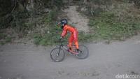 Sebagai salah satu kegiatan olahraga, latihan sepeda BMX Cross ini pun dapat meningkatkan imun tubuh anak-anak tersebut.