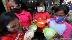 Pemeriksaan kesehatan digelar warga Kampung Joyosuran, Solo. Hal itu dilakukan untuk memastikan kesehatan warga khususnya anak-anak di masa Pandemi.