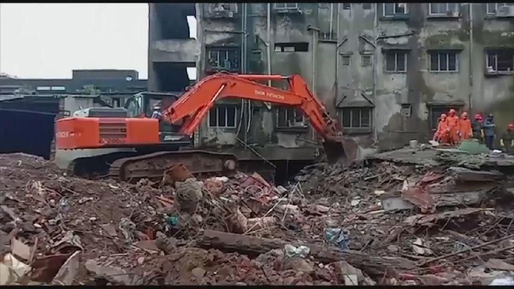 Bangunan 4 Lantai di India Roboh, 33 Orang Tewas