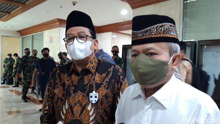 Dirjen Haji dan Umroh Kemenag Nizar Ali (kanan)/Detikcom