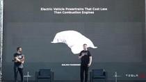 Elon Musk Janjikan Tesla Semurah Mobil Bensin, Tapi...