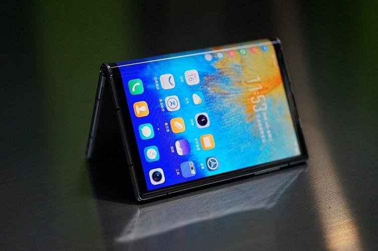 Sukses menghadirkan ponsel layar lipat pertama tahun lalu, kini Royole menghadirkan generasi keduanya. Flexpai 2 nama yang disandangnya dan dibanderol lebih murah dari Galaxy Z Fold 2.