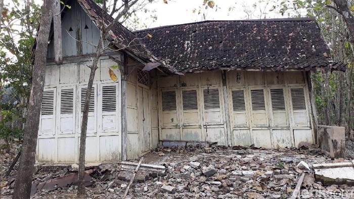 Satu rumah tua di Padukuhan Pati, Kalurahan Genjahan, Kapanewon Ponjong, Kabupaten Gunungkidul menjadi perbincangan di medsos. Penasaran?