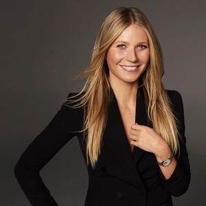 Gwyneth Paltrow Dihujat Pakar Kecantikan karena Caranya Pakai Sunscreen