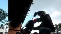 Buru Pelanggar Lalulintas, Polisi Pakai Helm Berkamera