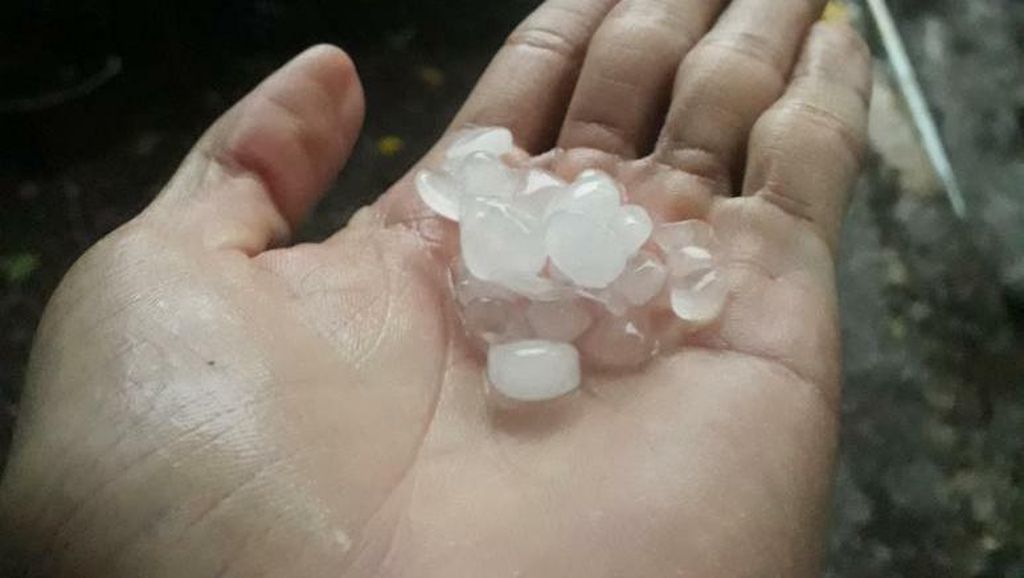 Hujan Es Terjang 7 Kecamatan di Kota dan Kabupaten Bogor